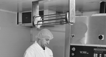 How cheese is manufactured on a large scale